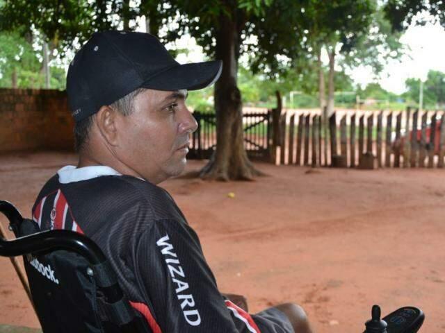 Domador, Cleber Silva Toledo, de 42 anos, ficou tetraplégico em 2009 após cair de um cavalo. (Foto: Luiz Guido Jr.)
