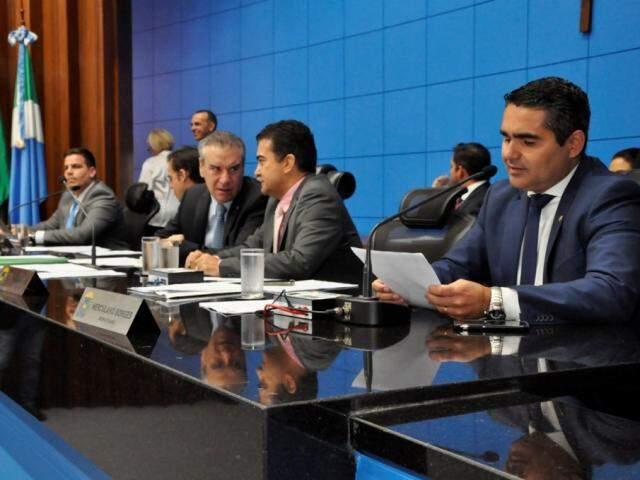 Deputados aprovam projeto sobre torturados durante sessão (Foto: Luciana Nassar/ALMS)