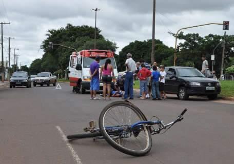 Leitor flagra socorro a ciclista atropelado