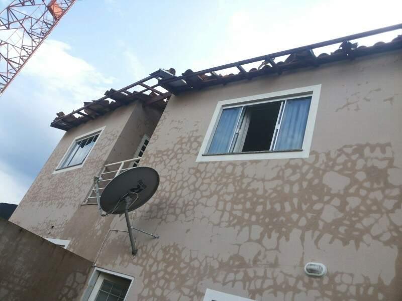 Cerca de sete casas foram destelhadas.(Foto:Direto das Ruas).