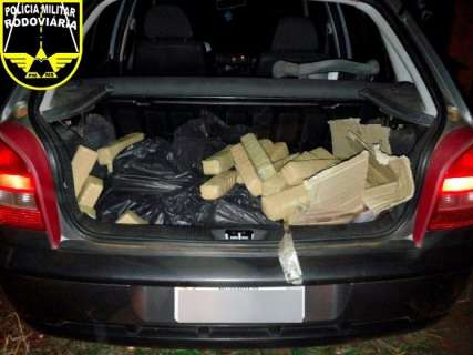 PRE apreende 63 kg de maconha após carro furar bloqueio na MS-240