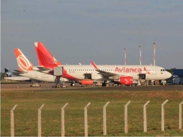 Aeronave da Avianca no aeroporto da cidade (Foto: Arquivo/Campo Grande News)