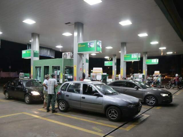 Postos voltaram a receber combustíveis na noite de sábado. (Foto: Fernando Antunes/Arquivo)