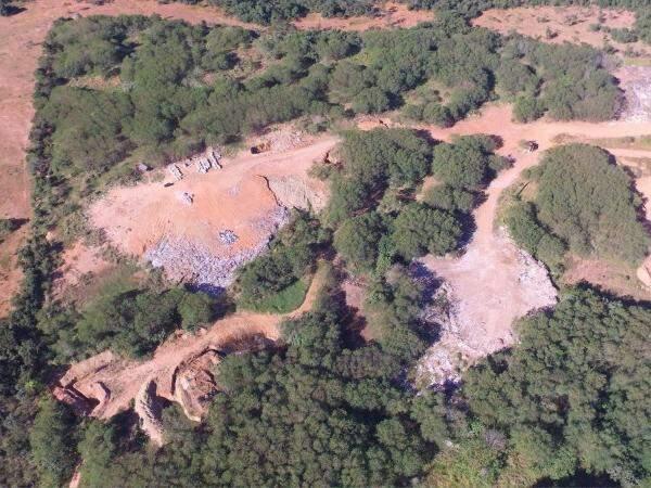 Imagem do lixão do município feita por um drone. (Foto: Breno Teixeira)
