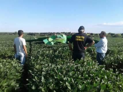 Queda de avião agrícola em lavoura de soja deixa piloto ferido