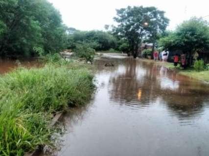 Chuva de 101 milímetros deixa casas alagadas no interior de MS