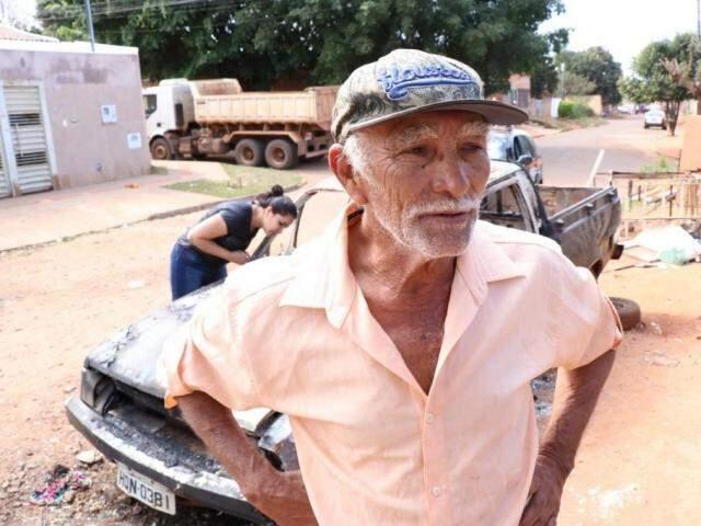 Luiz Antônio afirma que ex-namorada já incendiou dois carros, com prejuízo de R$ 7 mil.  (Foto: Henrique Kawaminami)