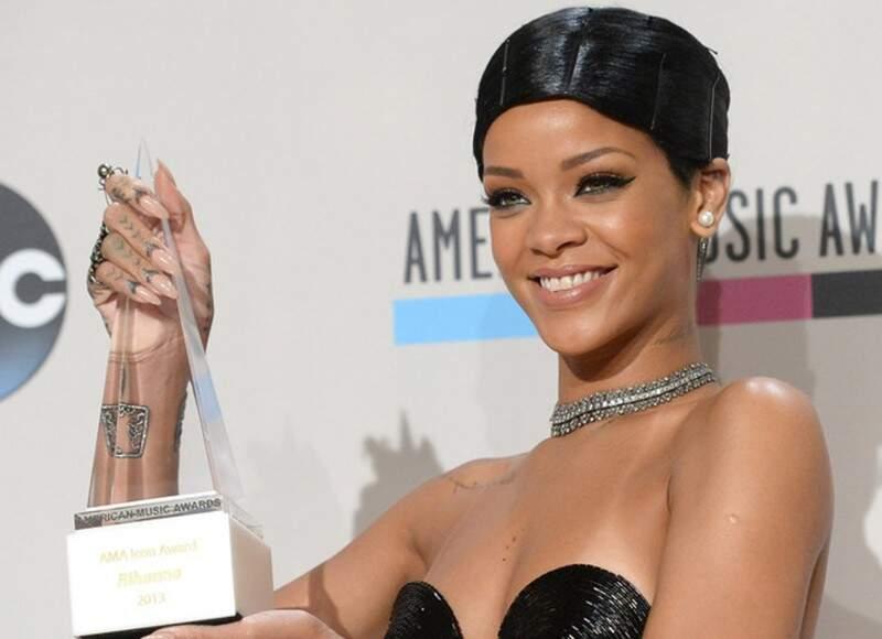 A cantora Rihanna é fã da unha e sempre aposta no nude (Foto: Divulgação)
