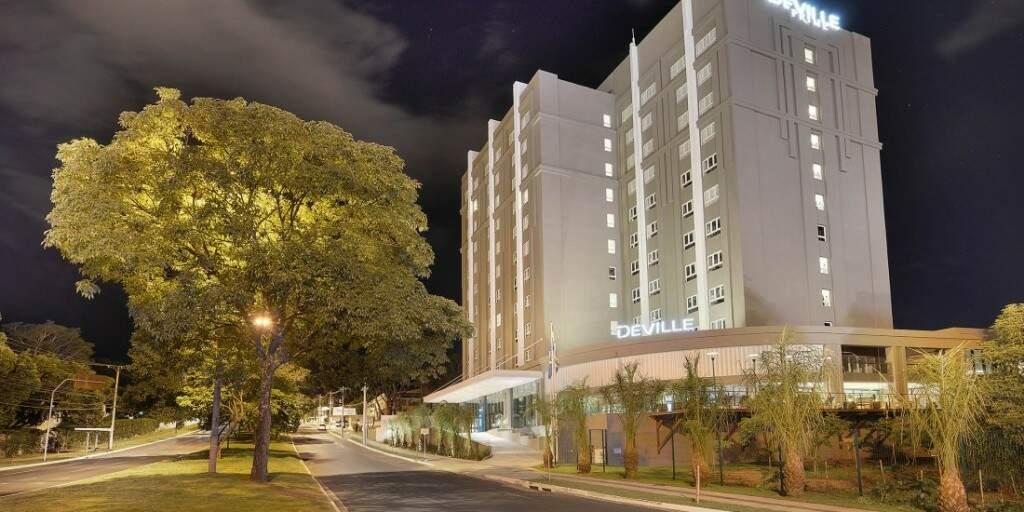 O Hotel Deville Campo Grande fica na região do Parque dos Poderes e do Parque das Nações Indígenas (Foto: Divulgação)
