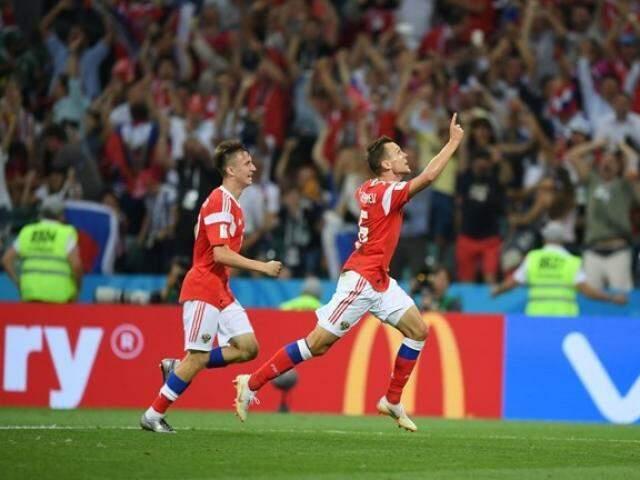Cheryshev abriu o placar para os russos...