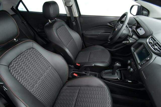 Onix e Prisma agora contam com câmbio de 6 marchas manual ou automático também de 6 velocidades.
