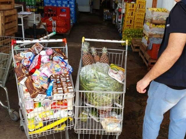 Legumes, iogurtes, frutas, entre outros produtos apreendidos. (Foto: Divulgação/Procon)