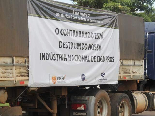 Mensagem em defesa da indústria tabagista nacional em campanha de combate ao contrabando (Foto: Marcos Ermínio)
