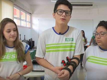 Alunos do ensino médio criam bengala eletrônica para deficientes