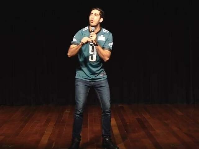 Com oração no fim do show, Jonathan Nemer mostra seu humor gospel por aqui