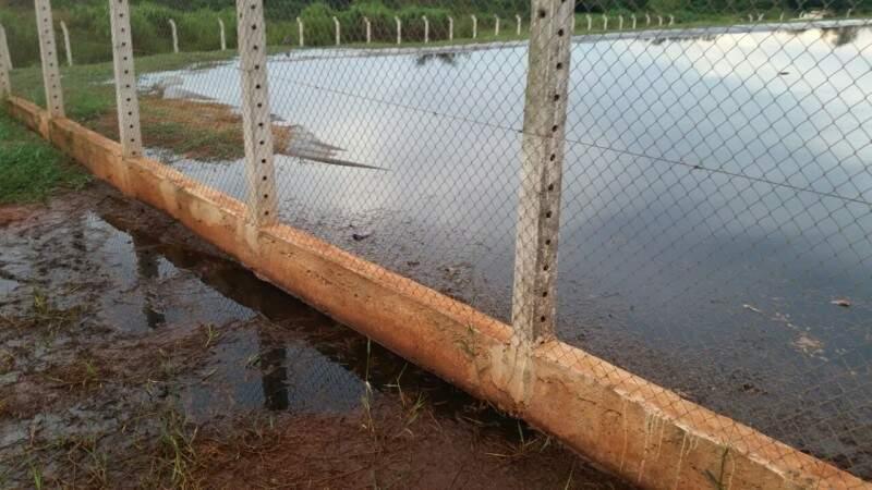 Empresário fez fotos da lagoa de chorume que pode estar contaminando Rio Anhanduí (Foto: Divulgação)