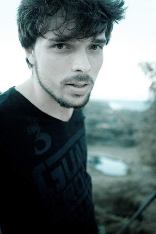 Davi tomou contato com o cenário musical quando morou em Arraial D'Ajuda, na Bahia. (Foto: Divulgação)