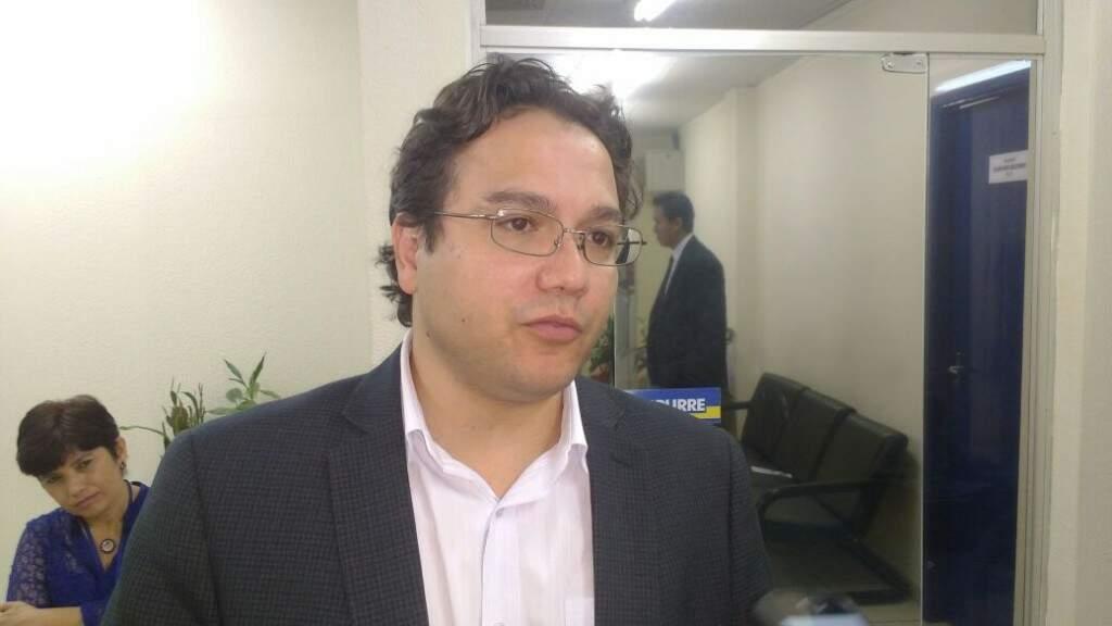 O secretário Pedrossian Neto, que participou de reunião na Câmara esta manhã. (Foto: Mayara Bueno)