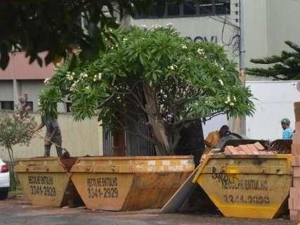 Prefeitura vai monitorar caçambas de entulho e fixa regras para serviço