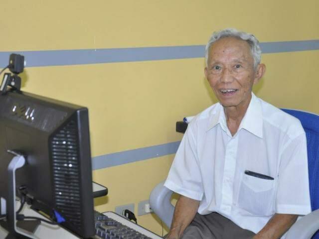Felix Okida fez o curso de inclusão digital e sempre que precisa chama pela personal (Foto: Arquivo pessoal)
