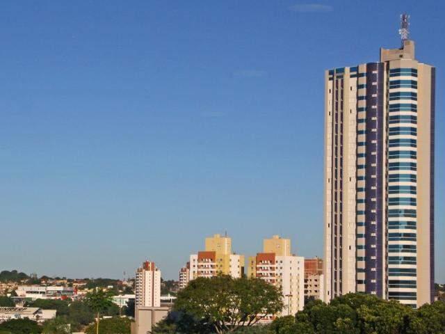 Na Capital, o dia amanheceu com céu claro nesta manhã de domingo (Foto: Marcos Ermínio)
