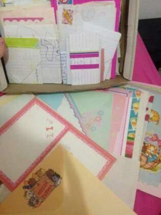 Na caixinha de lembranças da nossa editora de Economia, Priscilla, estavam papeis intactos e cartinhas que ela recebia das amigas.