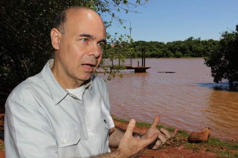 Professor Sabino diz que as capivaras são de fácil adaptação. (Foto: Marcos Hermínio)