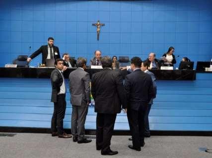 Governo sanciona reforma e mudança no salário dos comissionados