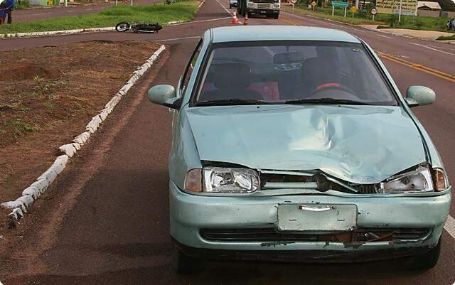 Com a colisão a passageira da moto Rejane Gomes Gimenez foi lançada aproximadamente 10 metros. (Foto: Sheila Forato)