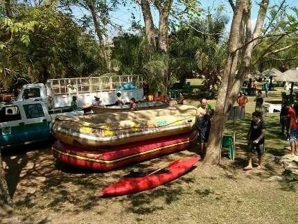 Botes e caiaques foram usados na iniciativa que acontece pela segunda vez. (Foto: Bonito Informa)