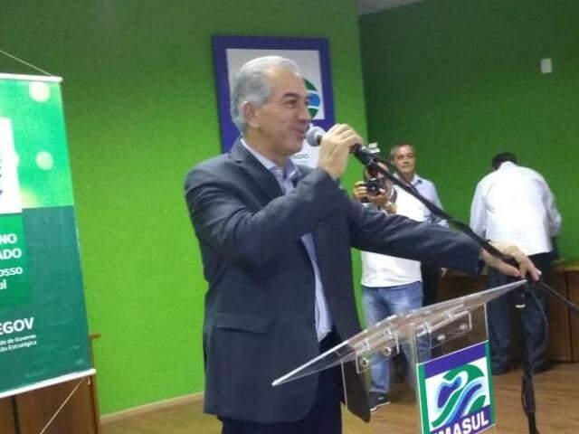 Governador em evento no Imasul na manhã de hoje (08). (Foto: Leonardo Rocha)