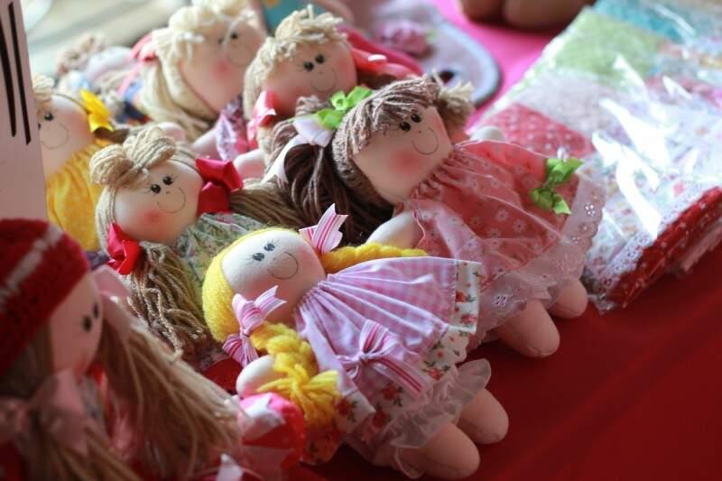 As bonecas de pano de Jane custam em média de R$ 100,00 a R$ 10,00