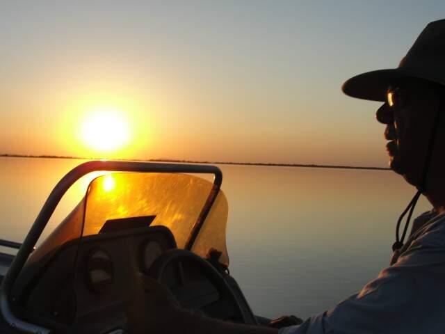 """Metade da vida dedicada ao Pantanal, biólogo afirma """"cada pôr-do-sol tem uma cor diferente. Não é igual todo dia"""". (Foto: Paula Maciulevicius)"""