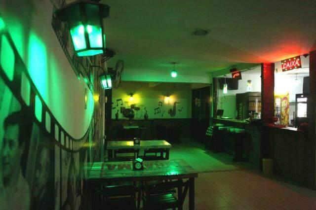Lugar continua com a mesma atmosfera, mas agora como Music Bar.