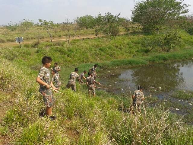 Crianças do Projeto Florestinha fizeram a limpeza de três lagoas de parque na semana passada. (Foto: PMA)