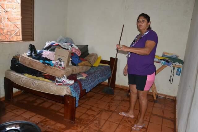 Na casa de Germana, água, lama e correria para limpeza e para evitar mais estragos.