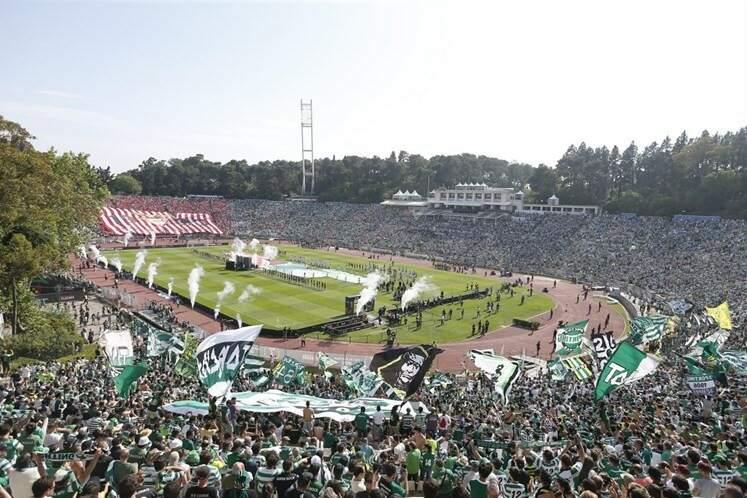 O Estádio do Jamor, em Oeiras, completamente lotado no dia da final da Taça de Portugal diante do Sporting (Foto: Manoel Barreiras)