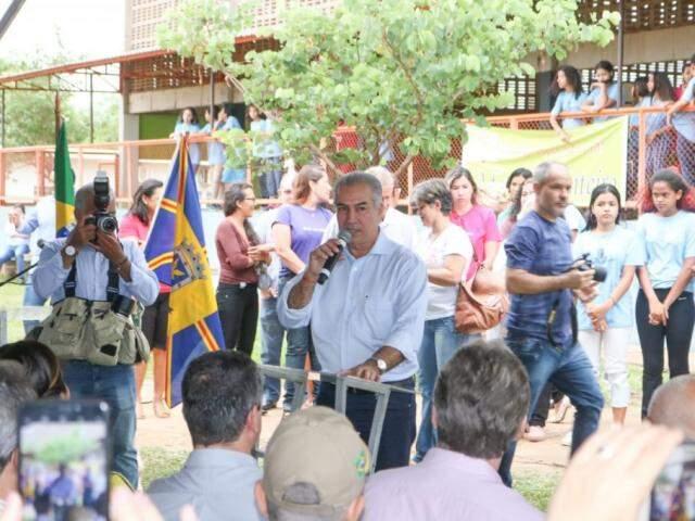 Governador Reinaldo Azambuja (PSDB) durante o lançamento do projeto Agricultura Urbana (Foto: Marcos Maluf)