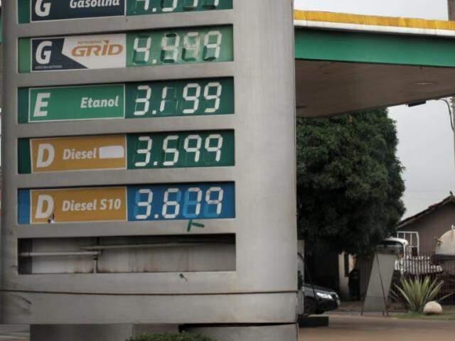 Diesel comum teve R$ 0,47 de redução em posto da Avenida Bandeirantes (Foto: Saul Schramm)