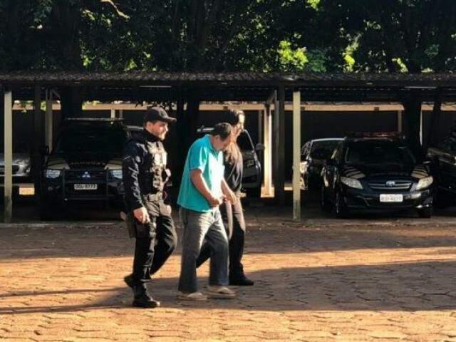 Militar preso durante buscas da Operação Inocência Violada nesta manhã (Foto: Bruna Pasche)
