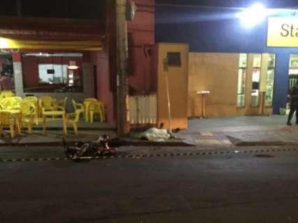 Motociclista morre e outros dois ficam feridos em colisão na Rua da Divisão