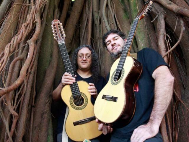 A dupla, Moda de Rock toca rock usando viola caipira (Foto: Divulgação)