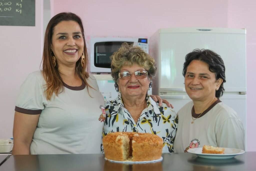 A filha, Cristina Mendonça ao lado de dona Irene e da prima, Magali Mendonça (Foto: Marcos Maluf)
