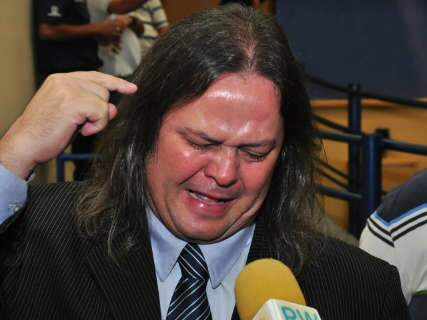 Aos prantos, Cabeludo afirma que foi vítima de um oportunista