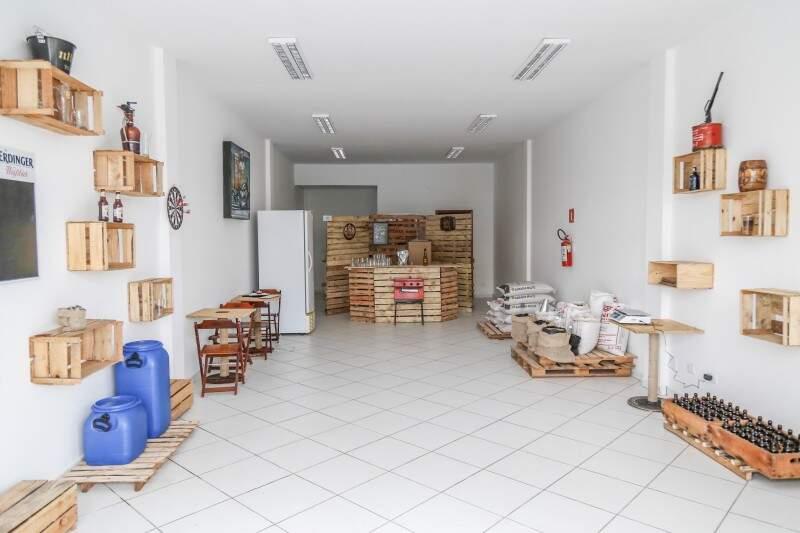 Loja também vai promover oficinas e cursos de produção de cerveja artesanal