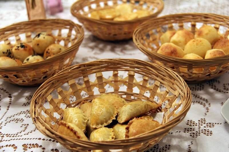 Salgados assados envolvem pastel, pão de queijo, de calabresa e empada. (Fotos: Bruno Sartori)