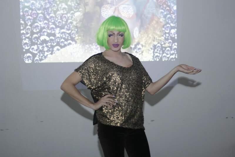A drag Merineuza Joana foi uma das atrações da noite (Foto: Alan Nantes)
