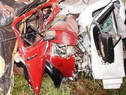 Colisão entre dois caminhões deixa dois mortos e um ferido na MS-395