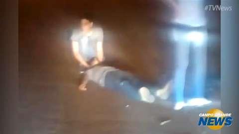 Motociclista fica ferido após cair em buraco na Avenida Euler de Azevedo