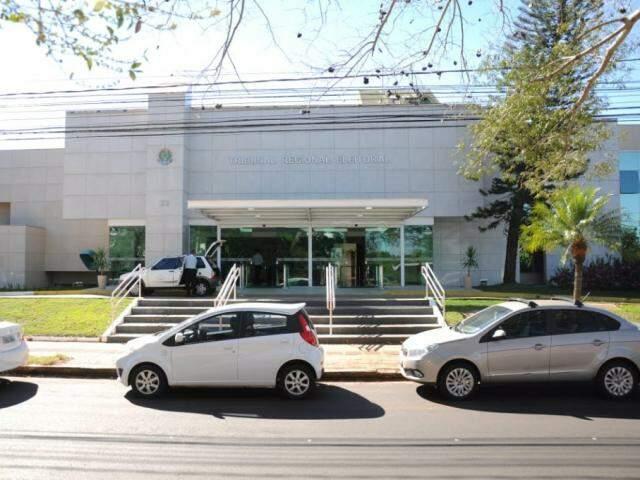 Fachada da sede do TRE-MS, no Parque dos Poderes, no último dia de registro de candidatura, em 15 de agosto. (Foto: Paulo Francis/Arquivo).